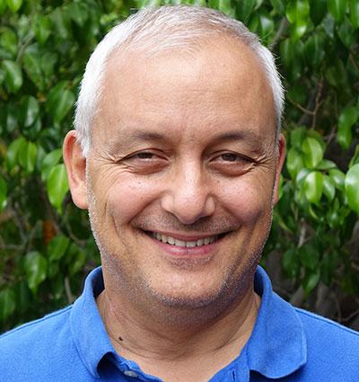 Julius Thompson - Director, Sydney Irmas Proyecto de Condiciones de Vivienda